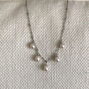 Jewelry - Pearl drop silver necklace